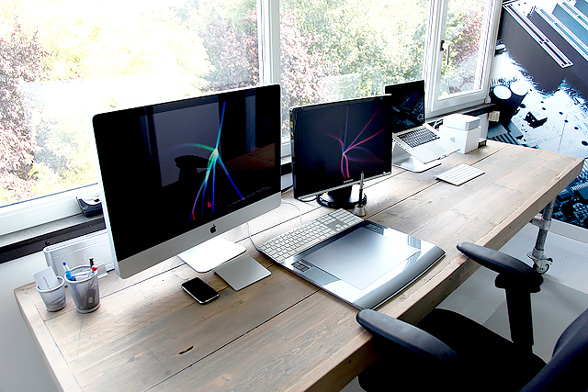 25 impressive workstation and workspace setups for geeks - Home designer mac ...
